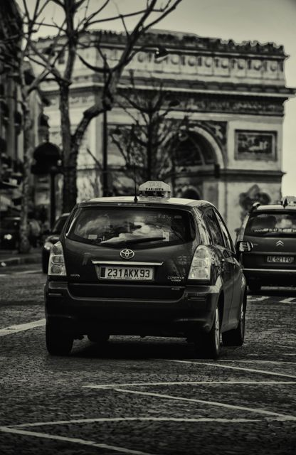 The Accidental Tourist ends with a cab in Paris. (Image: roger.salz)