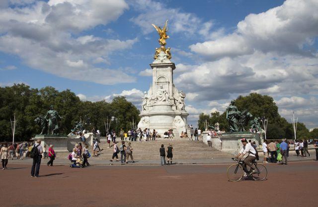 Victoria Memorial, London, England (Image: )