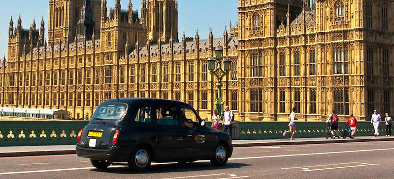 Taxicab in London, England (Image: docoverachiever)