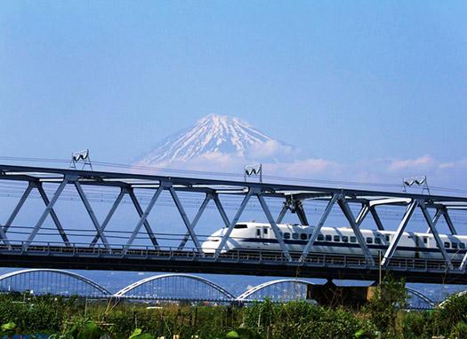 High-speed train in Tokyo, Japan (Image: Japan National Tourism Organization)
