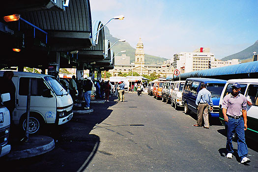 Minibus taxi in Cape Town, South Africa (Image: Wikipedia)