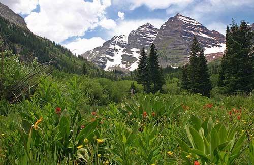 Maroon Bells, 10 miles from Aspen (Image: Alaskan Dude)