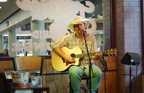 Live music at the Nashville International Airport (Image: Paul Lowry)