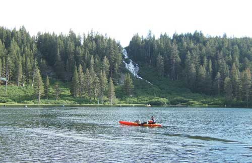 Twin Lakes, Mammoth Mountain (Image: dhReno used under a Creative Commons Attribution-ShareAlike license)