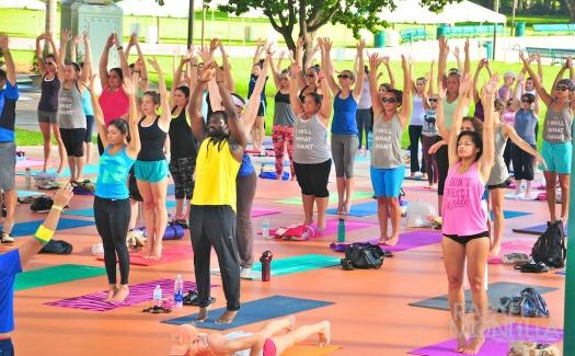 Rafael Montilla, Bayfront Park Miami- Free Yoga Classes (CC BY-SA 2.0)