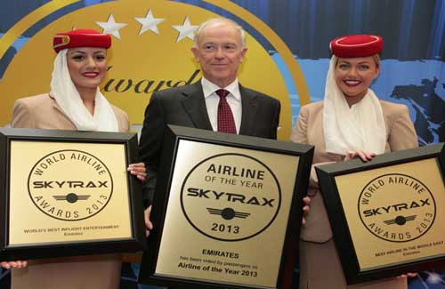 Emirates president Tim Clark receiving the award with cabin crew (Image: Skytrax)