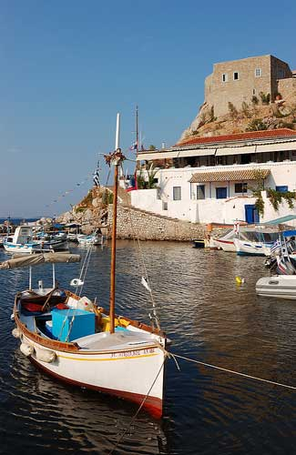 Boats on Hydra (Image: Rosino used under a Creative Commons Attribution-ShareAlike license)