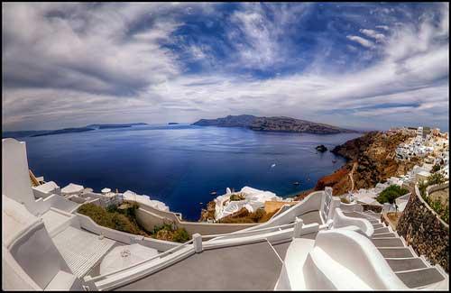 Santorini (Image: szeke used under a Creative Commons Attribution-ShareAlike license)