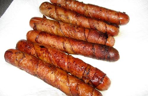 Bacon-wrapped hot dogs (Image: arndog)