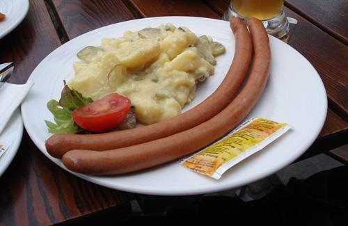 Frankfurters in Frankfurt (Image: moochida)