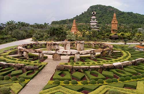 Nong Nooch sculptures (Image: sluj78 used under a Creative Commons Attribution-ShareAlike license)