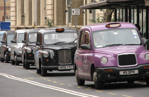Taxis in London (Image: Bordas used under a Creative Commons Attribution-ShareAlike license)
