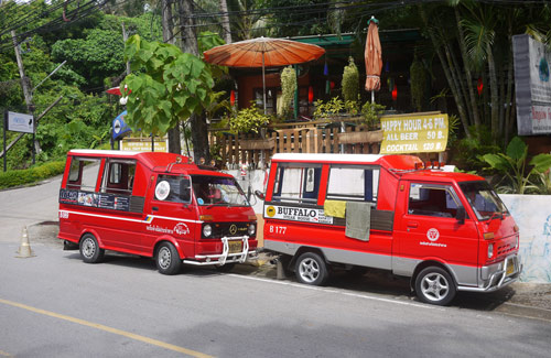 Two Thai Tuk-Tuks (Image: bfishadow)