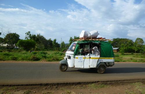 Kenyan Tuk-Tuks (Image: Pompeychuck)