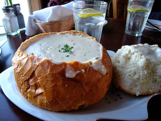 Clam chowder in bread bowl | Boston, New England, USA (Image: Simon Shek)