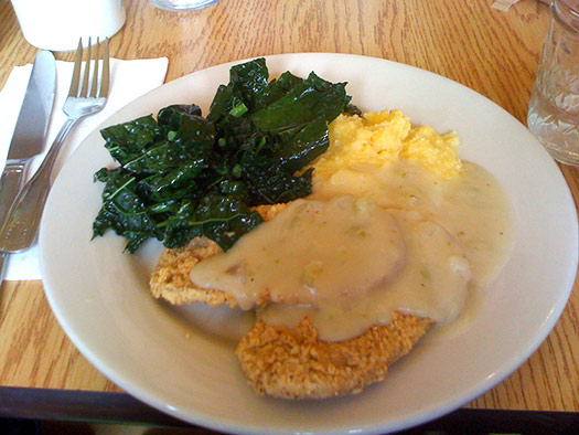 Southern fried chicken with country gravy | Jackson, Mississippi, USA (Image: Dan4th)