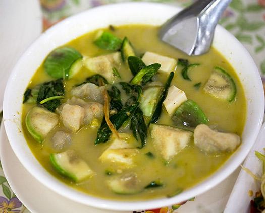 Kaeng khiao wan (Thai green curry) | Bangkok, Thailand (Image: Charles Haynes)