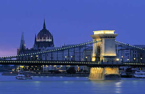 Chain Bridge, Budapest (Image: ltbluesoda)