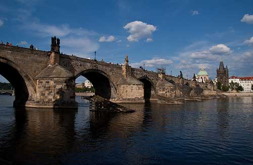 Charles Bridge, Prague (Image: Suricata Travel used under a Creative Commons Attribution-ShareAlike license)
