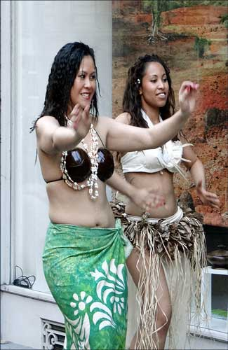 Tahitian dancers (Image: dalbera)