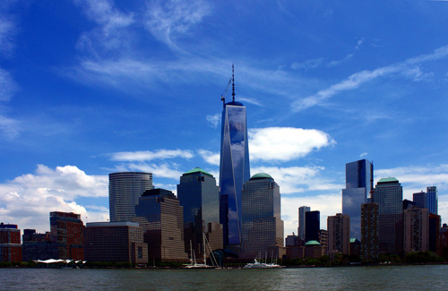 The Freedom Tower soars high above the New York City skyline, New York, N.Y., United States (Image: ArturoYee)
