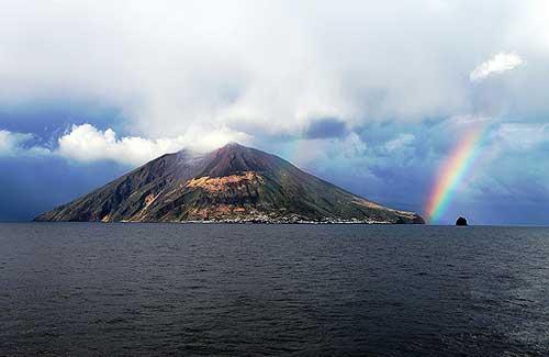 Stromboli Volcano, Italy (Image: boyd1960 used under a Creative Commons Attribution-ShareAlike license)
