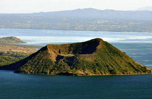 Taal Volcano, Philippines (Image: therealbrute)