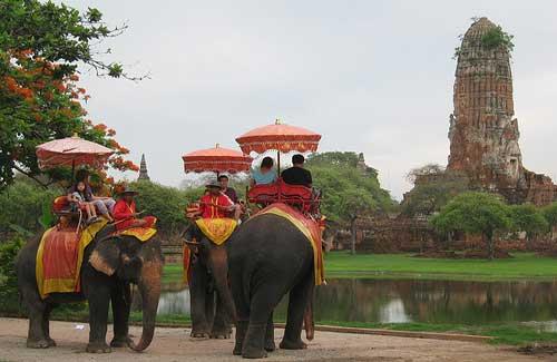 Elephant rides in Ayutthaya (Image: garycycles7)