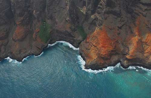 Helicopter tour of Kauai (Image: _e.t used under a Creative Commons Attribution-ShareAlike license)