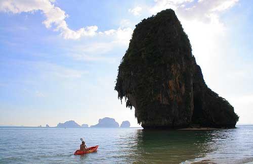Kayaking in Thailand (Image: plusgood)