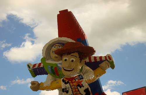 LEGO characters at Downtown Disney (Image: happyskrappy)