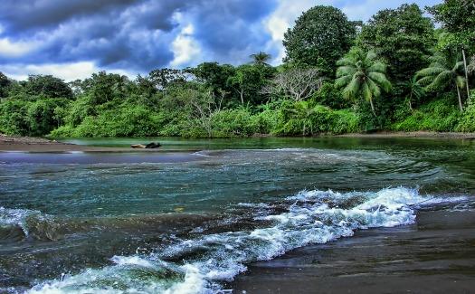 Trish Hartmann, Rio Aguajitas, Costa Rica (CC BY 2.0)
