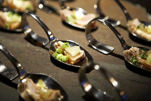 The Gastronauts © Thomas Northcut/iStock/Thinkstock (http://www.thinkstockphotos.co.uk/image/stock-photo-tuna-appetizer-on-spoons/83163331)