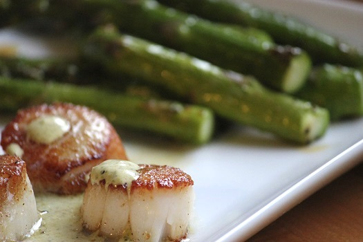 Wink © EccentricCanvas/iStock/Thinkstock (http://www.thinkstockphotos.co.uk/image/stock-photo-seared-scallops-with-asparagus-close-up-1/482461869)