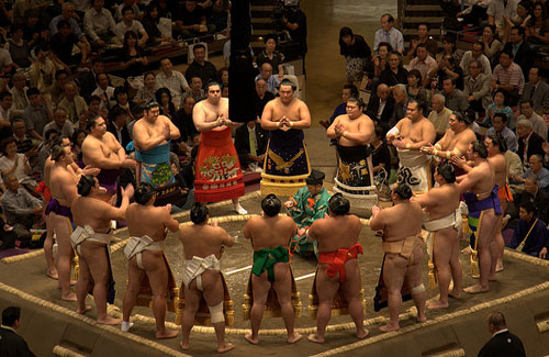 Sumo wrestlers before a tournament (Image: arriba)