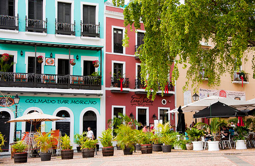 A row of restaurants in Old San Juan (Image: vxla)
