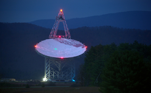 Green Bank Telescope, Green Bank, W.V. (Image: jiuguangw used under a Creative Commons Attribution-ShareAlike license)