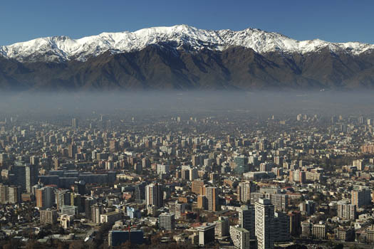 Chile © BassanK/iStock/Thinkstock (http://www.thinkstockphotos.co.uk/image/stock-photo-santiago-de-chile-and-the-andes/181394313)