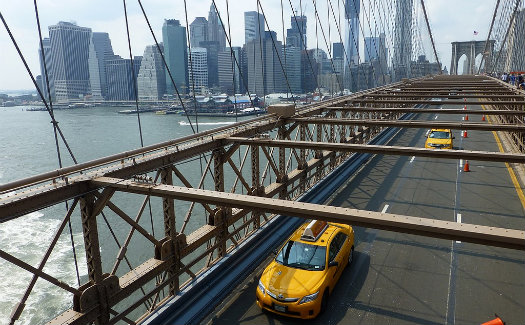 Brooklyn Bridge © Paul Arps_Flickr (https://www.flickr.com/photos/slapers/7978948973/)