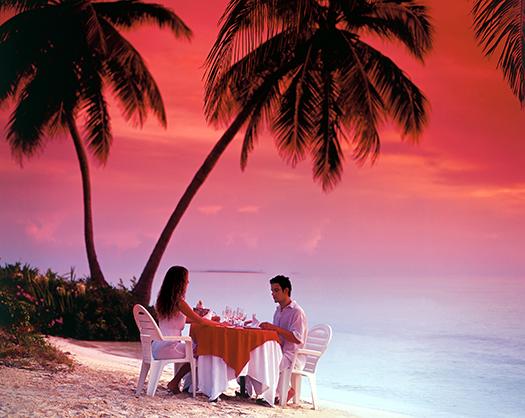 couple dining on a Cuban beach
