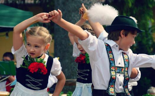 Schuhplattler Kids, Oberammergau via Flickr