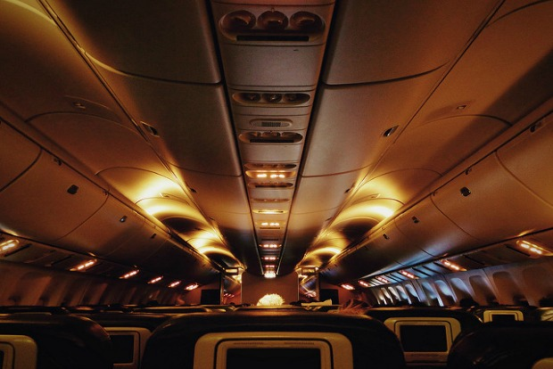 Pros and cons of a red-eye flight
