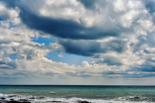 Caspian Sea © ekipaj/iStock/Thinkstock [http://www.thinkstockphotos.co.uk/image/stock-photo-caspian-sea/482069655]