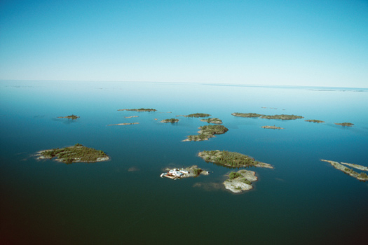 Great Slave Lake © Photos.com/Thinkstock [http://www.thinkstockphotos.co.uk/image/stock-photo-islands-in-the-great-slave-lake-canada/92847939]