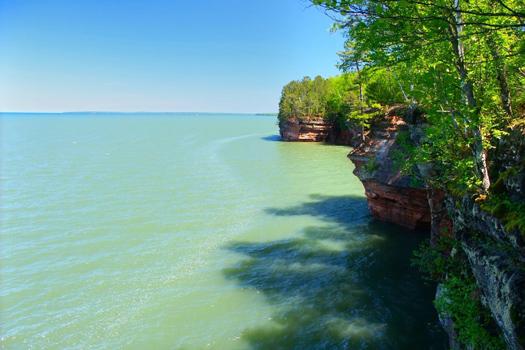 Lake Superior © Wirepec/iStock/Thinkstock [http://www.thinkstockphotos.co.uk/image/stock-photo-apostle-islands-in-wisconsin/467186619]