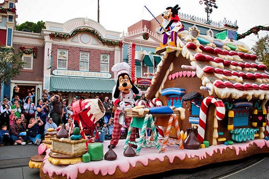 Christmas parade, Disneyland, California. Photo by HarshLight