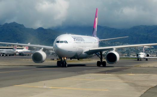 Plane landed in Honolulu International Airport, Honolulu
