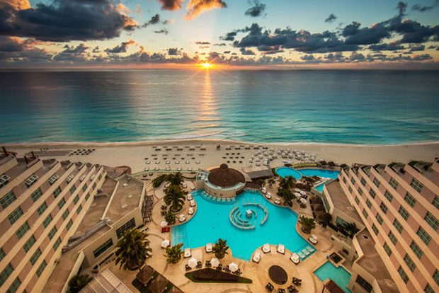 ME Cancun All-Inclusive Luxury Resort