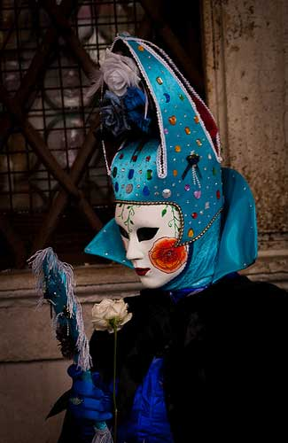 A costume at the Venice Carnival (Image: ramsesoriginal used under a Creative Commons Attribution-ShareAlike license)