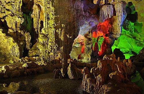 Halong Bay Caves, Vietnam (Image: Dave_B_)